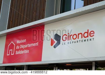 Bordeaux , Aquitaine France - 05 04 2021 : Maison Du Departement Solidarites Gironde Sign Logo Text