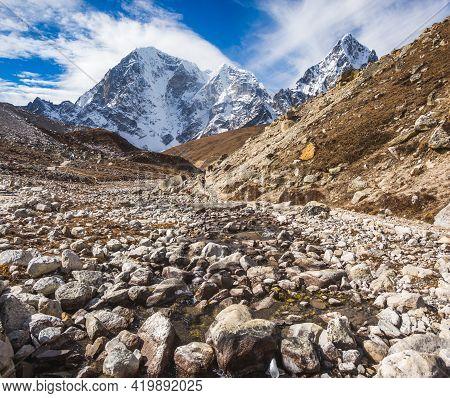 Way To Everest Base Camp. Himalayas, Nepal