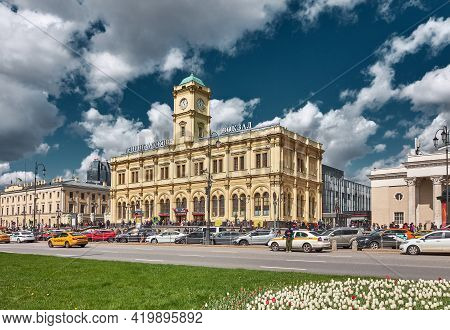 Moscow, Russia - May 07, 2021: Building Of The Moscow Leningradsky Railway Station On Komsomolskaya