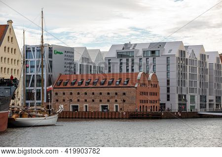 Gdansk, Poland - Sept 6, 2020: Granary Island In Gdansk - An Example Of A Combination Of Old And Mod