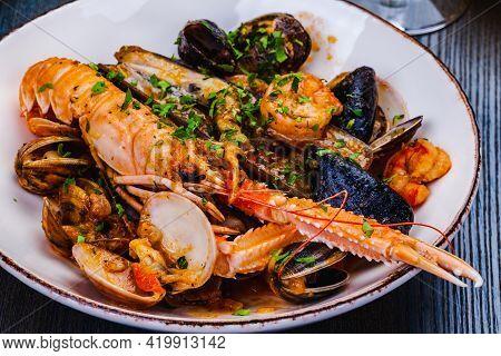 Seafood Platter. Langoustine, Vongole, Shrimps, Prawns, Clams, Mussels, Scallop