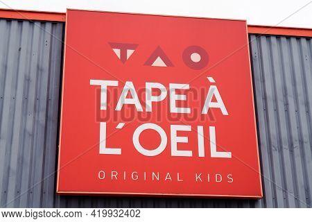 Bordeaux , Aquitaine France - 05 05 2021 : Tape à L'oeil Logo Brand And Text Sign Storefront Signage