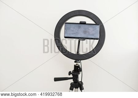 Ring Lamp Lighting Equipment For Blogger In Fashion Stylist Studio