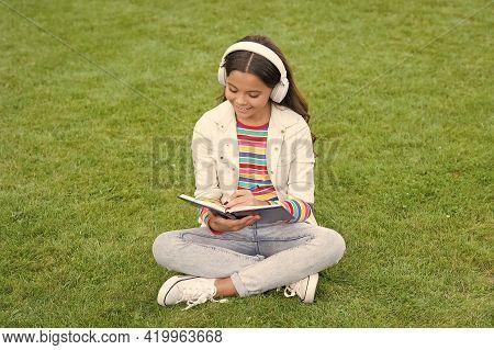 Online Learning. Educational Podcast. Make It Happen. Listen Music Outdoors. Cool Girl Headphones Li