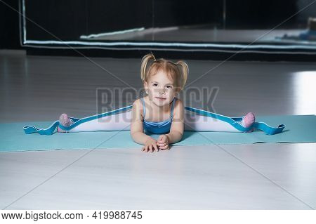 Little Girl Does A Stretch With An Expander In A Choreography School Class.