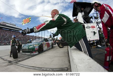 Nascar:  October 25 Tums Fast Relief 500