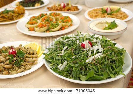 Rocca with thyme salad topped with sliced onions poster