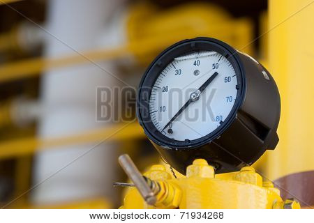 Pressure gauge for measuring pressure in the system, Oil and gas process used pressure gauge