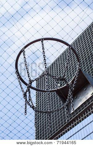 Cage bball hoop 01