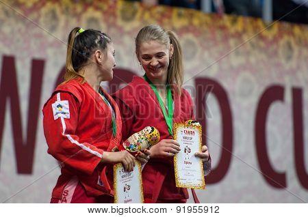 N. Zaitseva (r) And D. Khondiu (l)