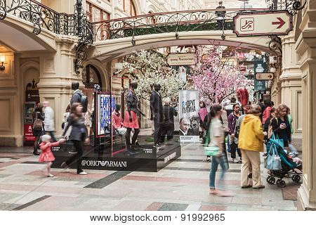 Tourists And Shoppers In The Mall Gum On Red Square