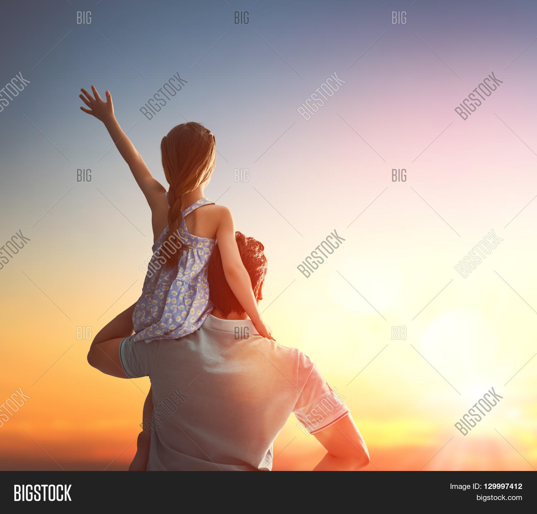 Happy Afbeelding En Foto Gratis Proefversie Bigstock
