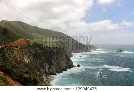Mountains and ocean along Hwy 1 in California's Big Sur region