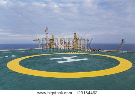 Helicopter landing pad at top deck floor of oil and gas processing platform