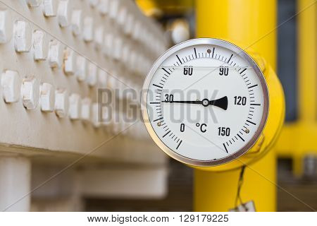 Temperature gauge to minitor temperature of gas at outlet of fin type cooler at oil and gas wellhead remote platform