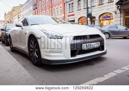 White Nissan Gt-r Premium R35 Car