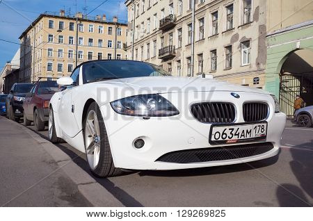 White Bmw Z4 E85 Car On The Street