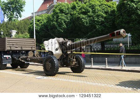 Sofia, Bulgaria - May 06: Day of Valor. Artillery pieces howitzers D-20 152 mm on military hardware parade. Back view. On May 06, 2016 in Sofia Bulgaria.