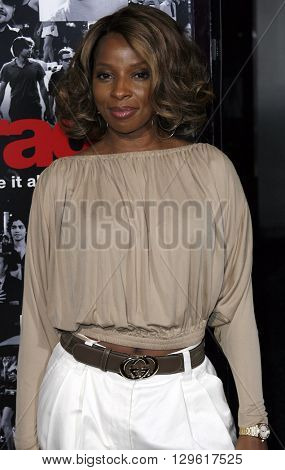 Mary J. Blige at the season 3 premiere of HBO's 'Entourage' held at the Cinerama Dome in Hollywood, USA on April 5, 2007.