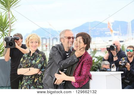 Valeria Bruni Tedeschi, actor Fabrice Luchini and  Juliette Binoche attend the 'Slack Bay' (Ma Loute) Photocall during the 69th annual Cannes Festival at the Palais on May 13, 2016 in Cannes, France.