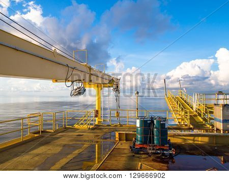 Crane winch, Steel wire rope drum on crane offshore wellhead platform, Energy and petroleum industry
