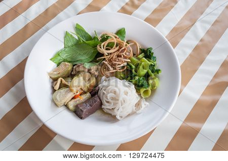 The Thai Rice Vermicelli With Chicken Green Curry