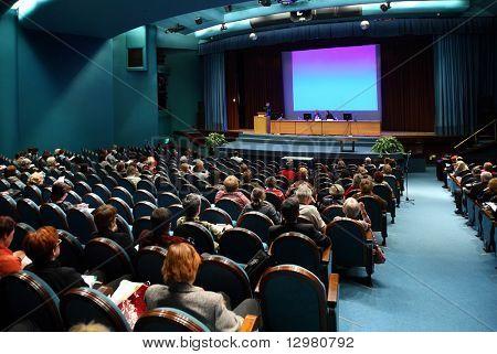 Menschen auf der Konferenz