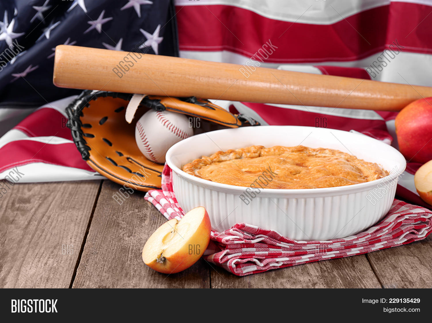 Independence delicious american apple powerpoint template independence powerpoint template 60 slides toneelgroepblik Image collections
