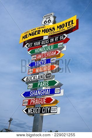 Lebanon, Missouri, Usa - May 11, 2016 : Funny Direction Signpost At The Munger Moss Motel With Names