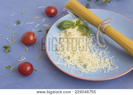 We See In The Image A Celestial Plate With Raw Spaghetti Tied With A String, Next To It We See A Lit