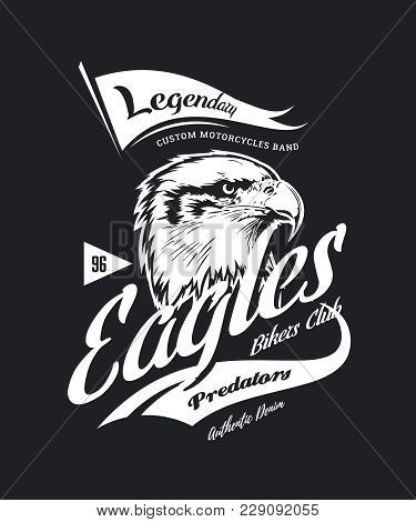 Vintage American Furious Eagle Custom Bikes Motor Club T-shirt Vector Logo On Dark Background. Premi