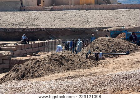 Luxor, Egypt - February 17, 2010: Workers Sift Through Dirt And Debris At An Archaeological Site At