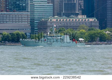 Hmcs Kingston At Fleet Week