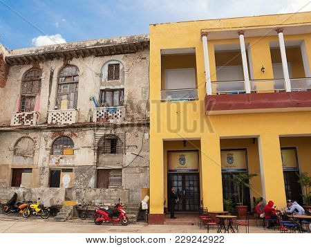 Havana, Cuba - December 11, 2017: Contrast Between Renovated And Decadent Buildings On The Malecon O