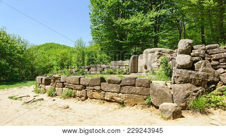 Dolmens Of The Western Caucasus-megalithic Tombs Of The First Half Of The 3rd-second Half Of The 2nd
