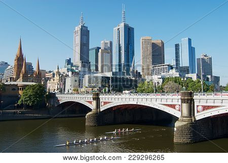 Melbourne, Australia - November 14, 2007: View Across The Yarra River To The City Center In Melbourn