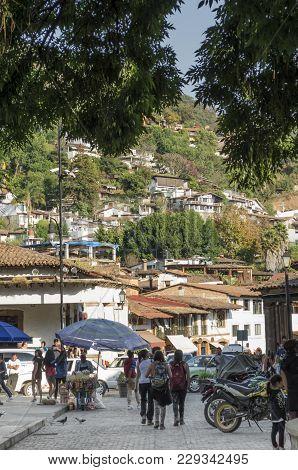 Valle De Bravo, Mexico- February 17, 2018: View Of A Typical Street In Valle De Bravo, Mexico With C