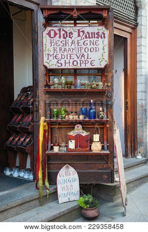 Tallinn, Estonia - May 29, 2016: Medieval Shop - Olde Hansa - In The Historical Center Of Tallinn Ci