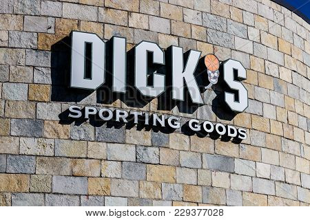 Indianapolis - Circa March 2018: Dick's Sporting Goods Retail Location. Dick's Banned The Sale Of Gu