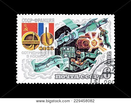 Soviet Union - Circa 1982 : Cancelled Postage Stamp Printed By Soviet Union, That Shows The Crew Of