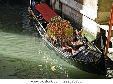 The Gondola Is A Traditional, Flat-bottomed Venetian Rowing Boat, Well Suited To The Conditions Of T