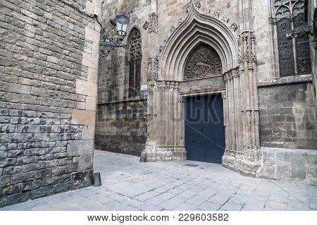 Architecture, Religious Building, Cathedral, Door Entrance, Portal De La Pietat, Gohitc Quarter, Bar