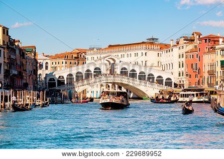 Venice, Italy: September, 2017: Gondolas With Vaporetto Water Transport Near Rialto Bridge Grand Can