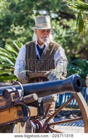 San Antonio, Texas - March 2, 2018 - Man Dressed As 19Th Century Soldier Participates In The Reenact