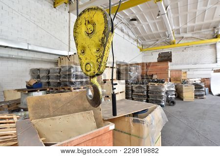 Lifting Mechanism For Lifting Heavy Loads In A Warehouse. Big Hook