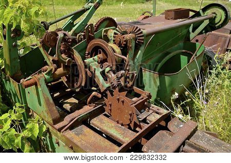 Rusty Baler Knotter Mechanism With An Open Twine Box