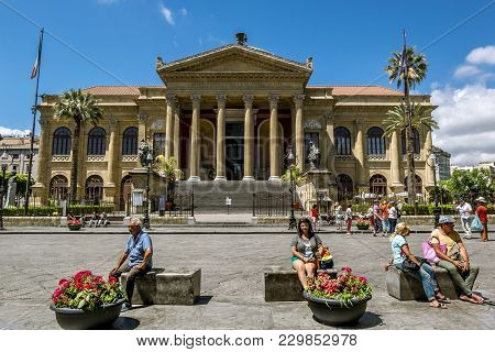 Palermo.italy.may 26, 2017.view Of The Square And The Massimo Theatre In Palermo . Sicily