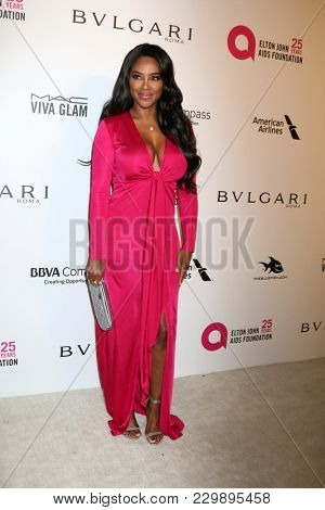 LOS ANGELES - MAR 4:  Kenya Moore at the 2018 Elton John AIDS Foundation Oscar Viewing Party at the West Hollywood Park on March 4, 2018 in West Hollywood, CA