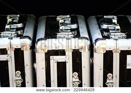 Aluminum Suitcases For Fragile Objects And High Security Transportation