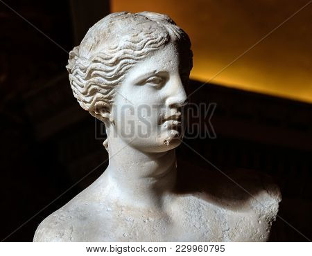 Paris, France - November 2017: Sculpture The Venus De Milo At The Louvre Museum, Paris, France